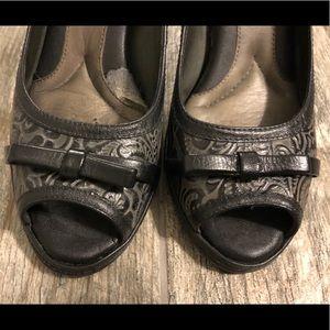 Black and grey patterned 2 inch heel, Nurture